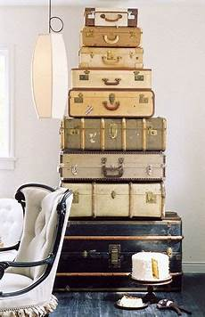 alte koffer dekorieren 25 creative ways to decorate with suitcases the