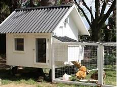 bauwagen selber bauen die besten 25 h 252 hnerhaus mobil ideen auf