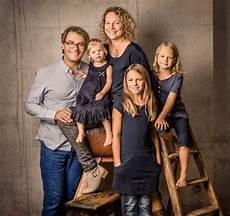 motive familie pin auf familienportrait