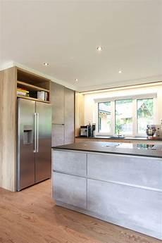 amerikanischer kühlschrank in küche k 252 che in beton optik mit freistehendem amerikanischem