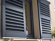 volet bois lapeyre volets noirs coulissants modernes de chez lapeyre avec un