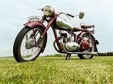 motorrad oldtimer ab wann ab wann sind autos motorr 228 der co oldtimer adac