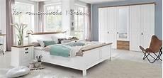 landhausstil schlafzimmer weiß schlafzimmer 4teilig kiefer wei 223 lackiert eiche ge 246 lt bett