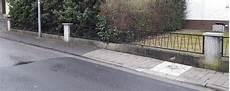 betonpfosten für gartenzaun gartenzaun zwischen betonpfosten garten zaun