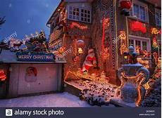 Haus Mit Weihnachtsbeleuchtung - haus mit weihnachtsbeleuchtung in hamburg deutschland