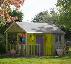 maisonnette bois camille maisonnette bois camille cabane des filles 224 fabtiquer outdoor structures outdoor et shed