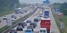 Unfall Auf Der A9 Bei Dessau S 252 D Bis Zu Zwei Stunden Stau