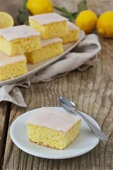 Zitronenkuchen Mit Zitronensaft - saftiger zitronenkuchen vom blech rezept