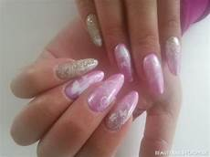rosa nägel mit glitzer rosa nailart mit schn 246 rkeln und goldglitzer geln 228 gel