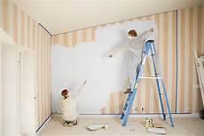 peindre sur du papier peint comment repeindre sur du papier peint