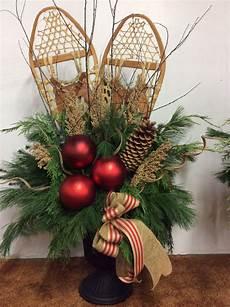 decoration de noel exterieur snowshoes urn urns