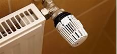 wie entlüftet eine heizung richtig richtig heizen 15 tipps zum energiesparen im winter