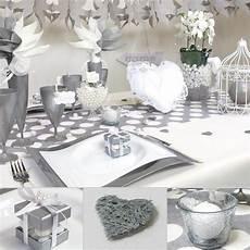 Table Classieuse Pour Un Mariage En Blanc Et Gris