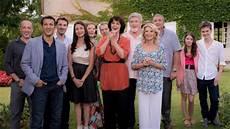 Une Famille Formidable Un 233 Pisode De La Saison 12 Tourn 233