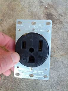 how to wire a 240v ac outlet