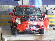 Imagini Dacia Sandero Crash Test La Uzina Dacia