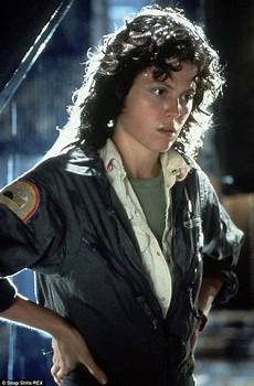 sigourney weaver filme district 9 director neill blomk will make a new
