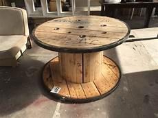 table basse bobine bois table basse bobine industrielle le bois chez vous