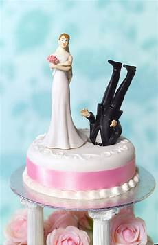 funny divorce what huffpost divorce readers wedding cake toppers should have depicted huffpost