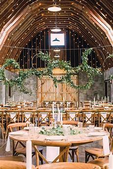 45 Barn Wedding Decorations