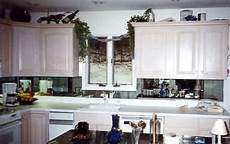 mirrored kitchen backsplashes