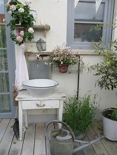 terrassen deko sommer im sommer auf die terrasse damit eimer blecheimer als