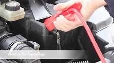 aide changement voiture recharger sa voiture avec des pinces croco
