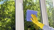 Richtig Fenster Putzen Streifenfrei Im Sonnenschein