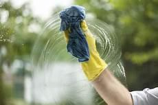 fenster putzen ohne schlieren fensterputzer paderborn fensterputzen ohne streifen