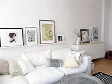 bildergalerie an der wand wohnzimmergestaltung das sofa und sein drumherum