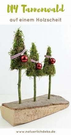 Tannenwald Aus Moos Auf Einem Holzscheit Weihnachten