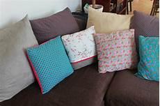 canapé en daim cuisine sur les tissus d ameublement tapissier d 195 169 corateur tissu ameublement canap 233