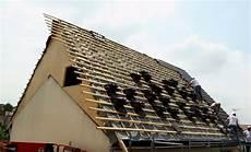 modification de toiture chantier type modification de pente r 234 ve de combles 174
