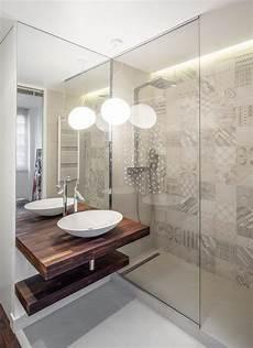 Eine Moderne T 252 Rlose Duschkabine Im Badezimmer Kleines