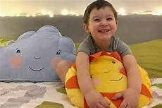 a letto con mio figlio mio figlio dorme con me e siamo ancora tutti vivi c