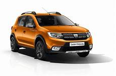 longueur dacia sandero dacia se summit range arrives in the uk this june