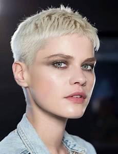 coupe de cheveux femme 2017 court 1001 id 233 es coupe tr 232 s courte femme la tendance qui court