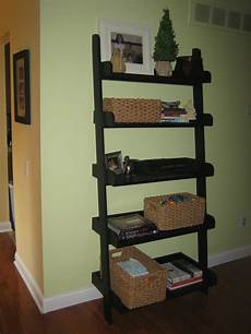 holzleiter selber bauen diy leaning ladder bookshelve homedesignpictures