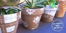 vasi colorati per piante decorare i vasi di terracotta per cambiare look al