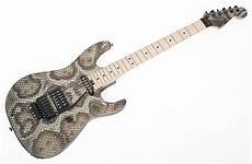 warren demartini guitar musicplayers reviews gt guitars gt charvel warren demartini dinky snake guitar