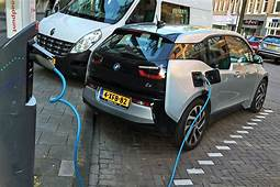 Dutch Politicians Want To Ban All Polluting Cars By 2025