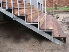treppe mit treppengel 228 nder aus verzinktem stahl treppe