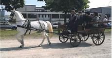 carrozze e cavalli cavalli e carrozze matrimonio con carrozza