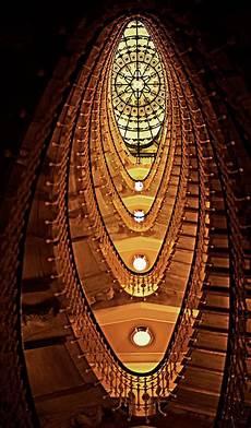 Grandiose Aufnahme Einer Hoteltreppe Die Decke Erinnert