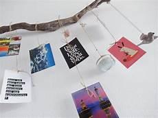 postkarten aufhängen ideen diy urlaubserinnerungen fernweh wanddeko mit