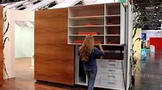 küche mit schiebetür schrank butler mit elektrischen schiebet 252 ren