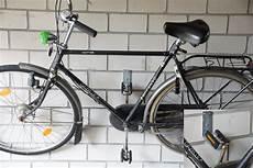 fahrrad wandhalter fahrrad wandhalterung test das fahrrad platzsparend