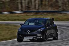 renault unveils 275 hp clio rs 16 concept to celebrate its