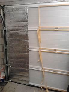 isoler une porte d entrée 49810 isoler une porte de garage avec du papier aluminis 233 premier panneau isolant isolation