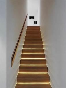 Main Courante Escalier Intérieur R 233 Tro 233 Clairage Et Courante Int 233 Gr 233 E Dans Le Mur